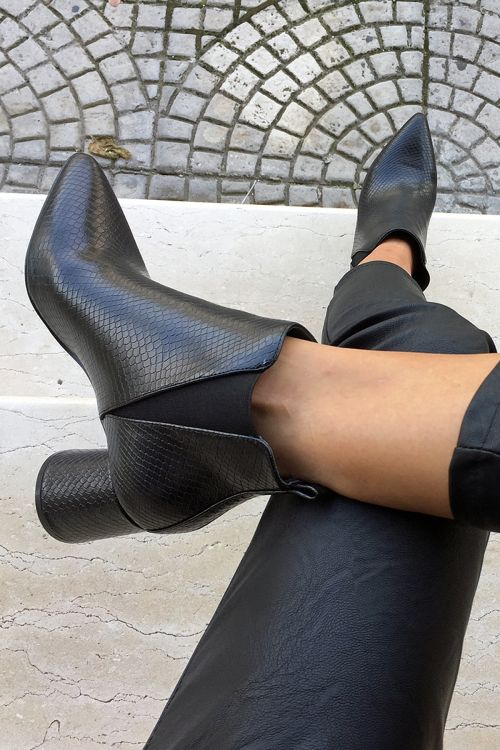 EMBOSSED ANKLE BOOTS - Μαύρο